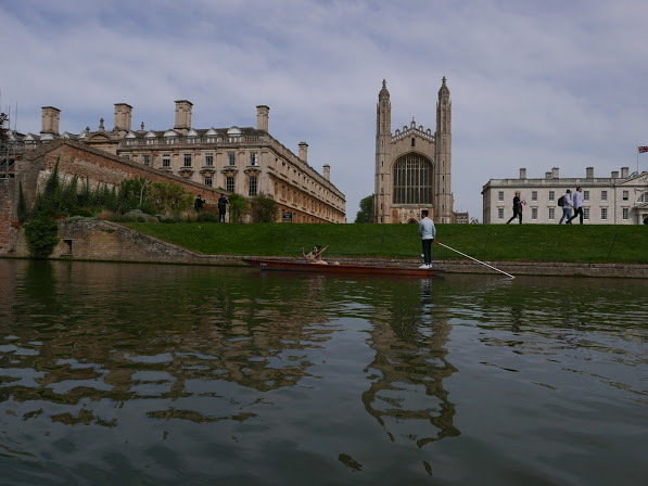 Cambridge_RivertoCollegewPunting.JPG